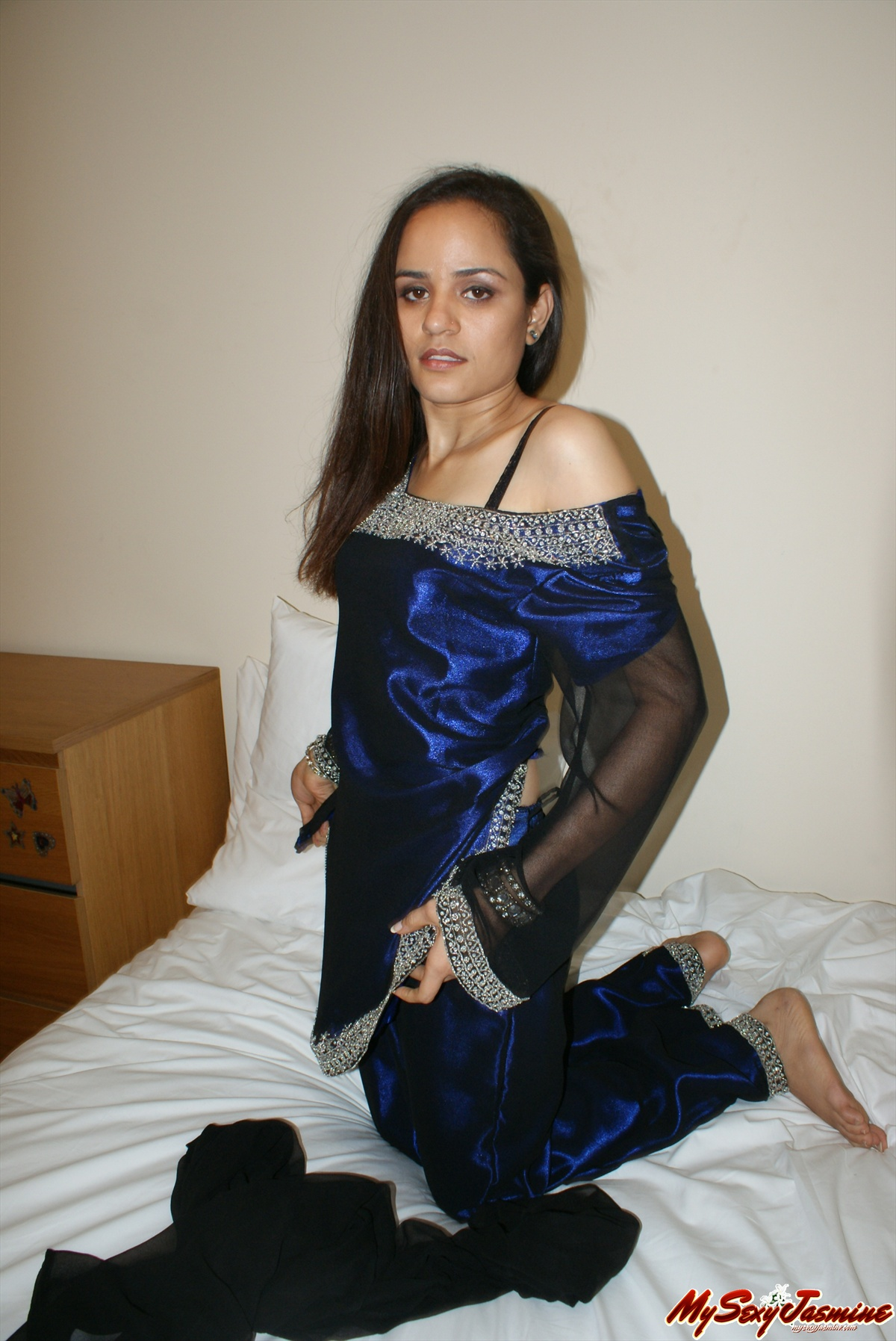 Pic gal 005. Jasmine in excited blue indian outfits after party changing