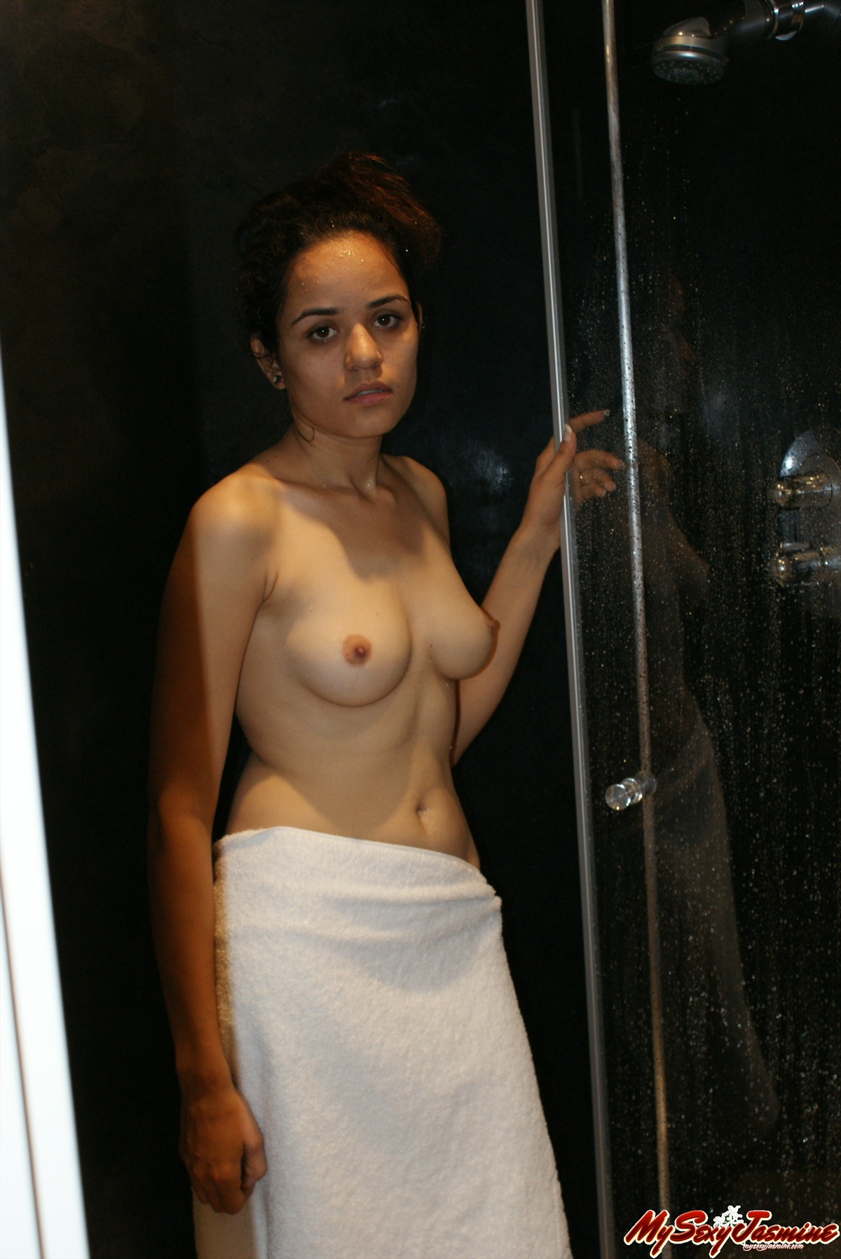 Pic gal 0016. Jasmine mathur taking shower in bath tub
